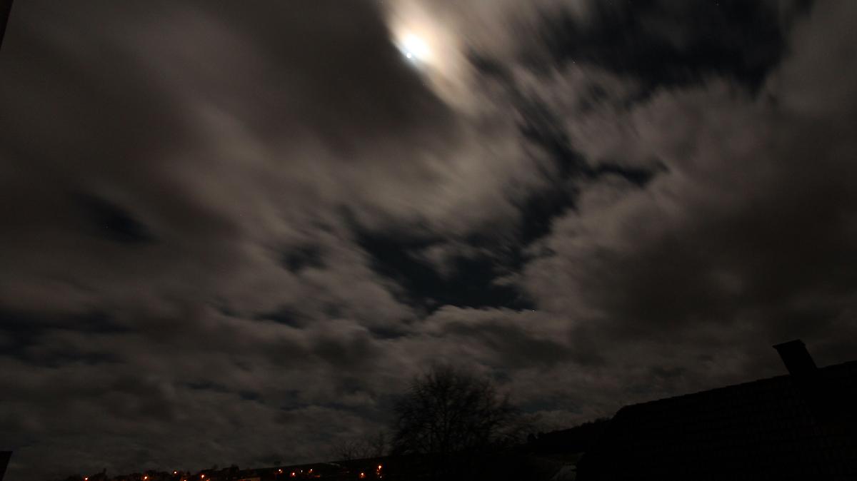 Vollmondnacht mit Sturmtief Egon am 13. Januar 2017 um 01:37 Uhr