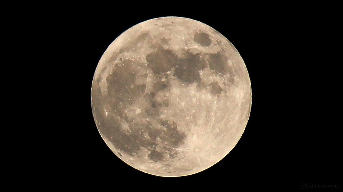 Der Mond kurz vor Beginn der Halbschatten-Mondfinsternis am 10. Februar 2017 um 23:28 Uhr