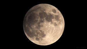 Die Halbschatten-Mondfinsternis eine Stunde vor dem Maximum am 11. Februar 2017 um 00:43 Uhr