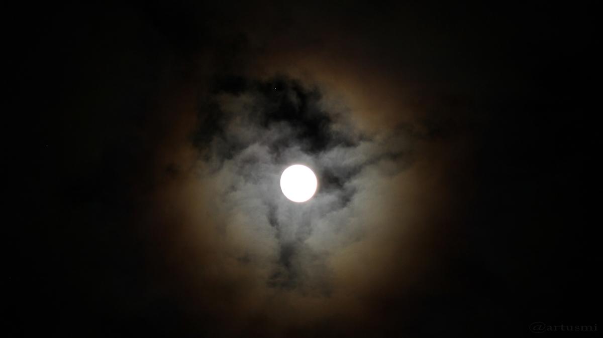 Mond trifft Regulus am 10. März 2017 um 23:40 Uhr