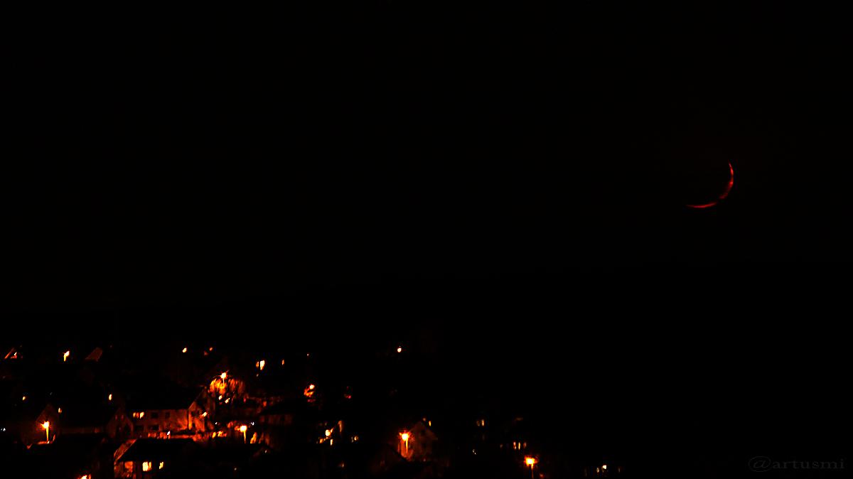 Untergehender Mond am 30. März 2017 um 22:40 Uhr