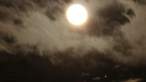 Mond und Jupiter mit Monden am 10. April 2017 um 21:46 Uhr