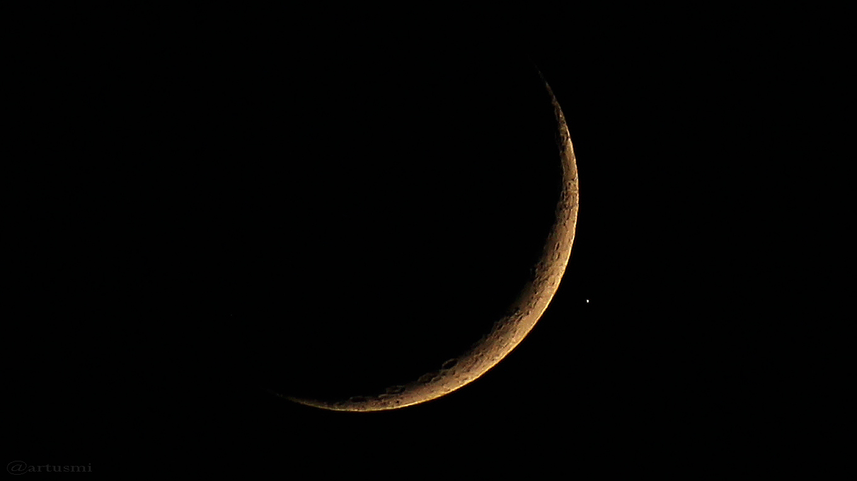 Mondsichel und Aldebaran am 28. April 2017 um 21:15 Uhr