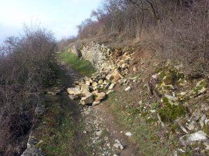 Eingestürzte Weinbergsmauer am Panorama-Höhenweg