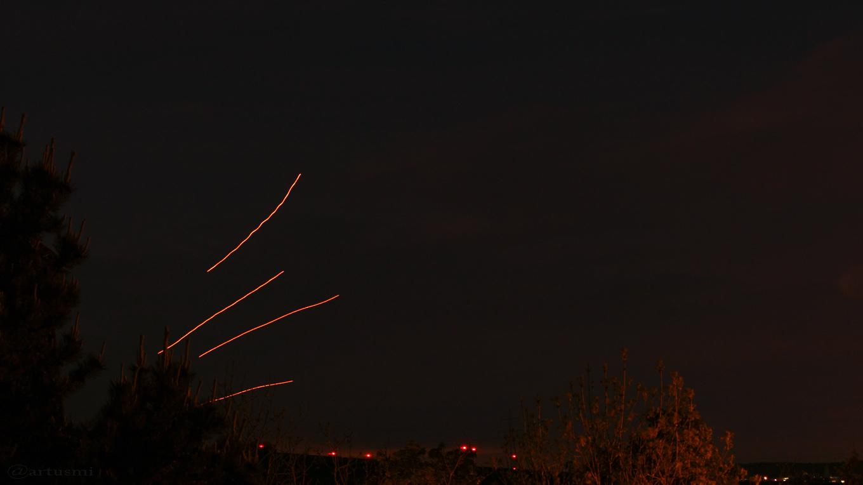 Kong-Ming-Laternen am Waldbrunner Nachthimmel