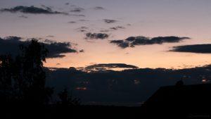 Westhimmel nach dem spätesten Sonnenuntergang am 25. Juni 2017 um 22:08 Uhr