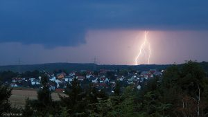 Erdblitze während Gewitter über Waldbrunn am 25. August 2017 um 20:11 Uhr