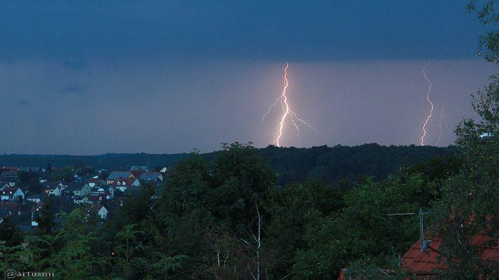 Erdblitze während Gewitter über Waldbrunn am 25. August 2017 um 20:12 Uhr