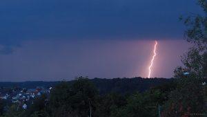 Erdblitz während Gewitter über Waldbrunn am 25. August 2017 um 20:13 Uhr