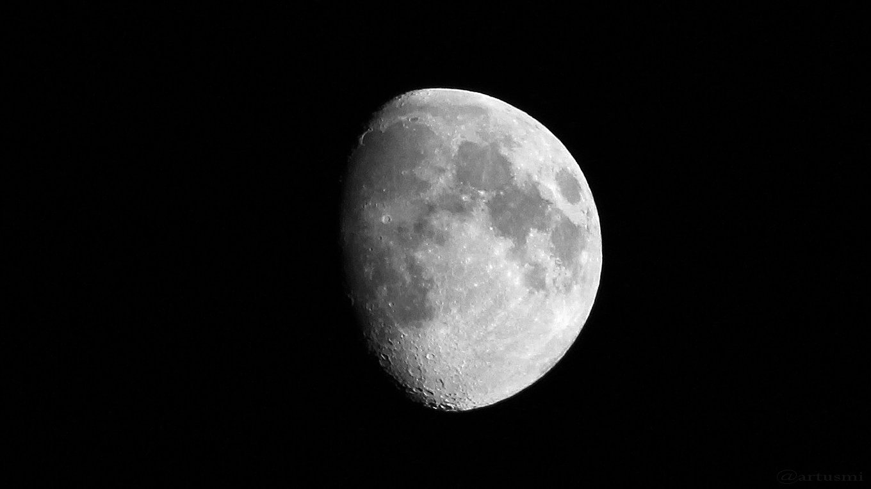 Zunehmender Mond mit randnahem Sinius Iridum am 1. September 2017 um 20:31 Uhr
