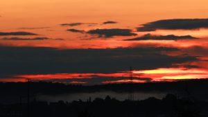 Sonnenuntergang mit Nebel am 18. September 2017 um 19:29 Uhr