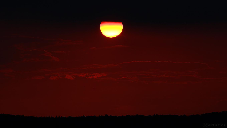 Untergehende Sonne in Schwarz-Rot-Gold
