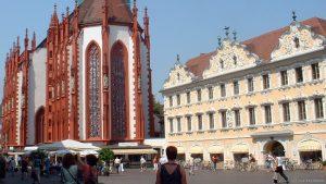 Marktplatz in Würzburg mit Marienkapelle und Falkenhaus