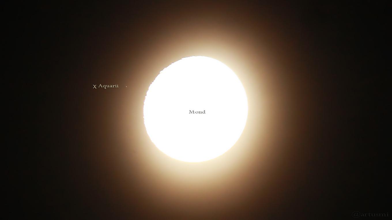 Mond bedeckt den Stern χ Aquarii