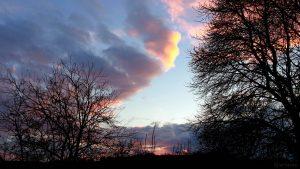 Südwesthimmel in Eisingen am 29. November 2017 um 16:15 Uhr, acht Minuten vor Sonnenuntergang