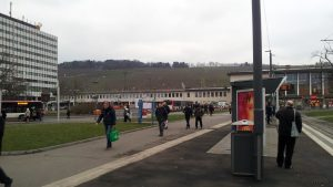 Busbahnhof und Hauptbahnhof in Würzburg am 6. Dezember 2017 um 09:56 Uhr