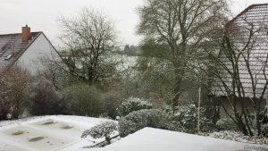 Neuschnee in unserem Garten am 18. Dezember 2017 um 11:28 Uhr
