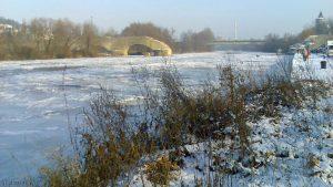 Zugefrorener Main bei Ochsenfurt am 13. Januar 2009 um 14:41 Uhr