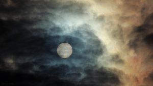 Sonne am 10. Januar 2018 um 13:14 Uhr hinter Wolken