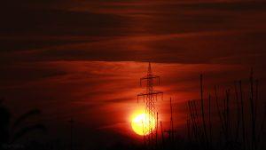 Untergehende Sonne mit schwacher Lichtsäule am 8. Februar 2018 um 17:07 Uhr