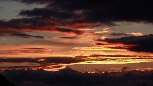 Sonnenuntergang hinter Wolken am 12. März 2018 um 18:17 Uhr