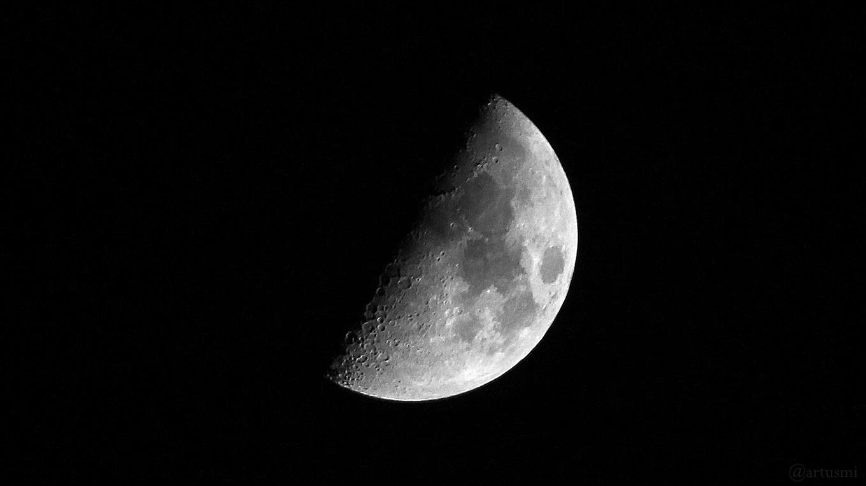 Zunehmender Mond (erstes Viertel) am 24. März 2018 um 21:04 Uhr