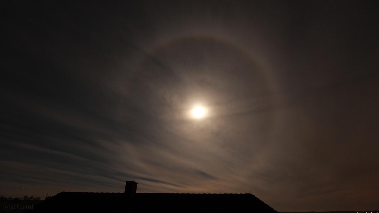 Mondhalo - 22°-Ring um den Mond - 30. März 2018 um 03:46 Uhr