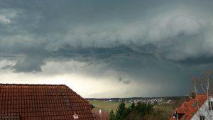 Gewitter am 4. April 2018 um 16:10 Uhr am Westhimmel über Waldbrunn