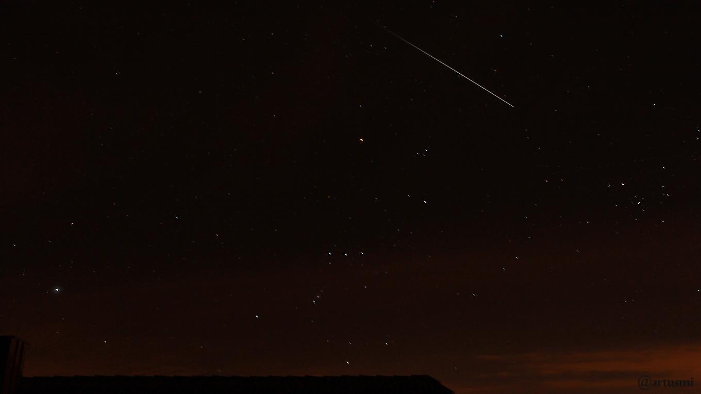 Eintritt der ISS in den Erdschatten am 4. April 2018 um 22:27 Uhr am Südwesthimmel oberhalb des Sternbildes Orion