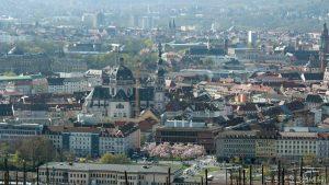 Würzburg: Bahnhofsvorplatz und Stift Haug