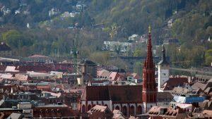 Würzburg: Blick auf die Marienkapelle und Grafeneckart (Rathaus)