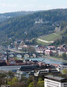 Würzburg: Blick auf die Alte Mainbrücke