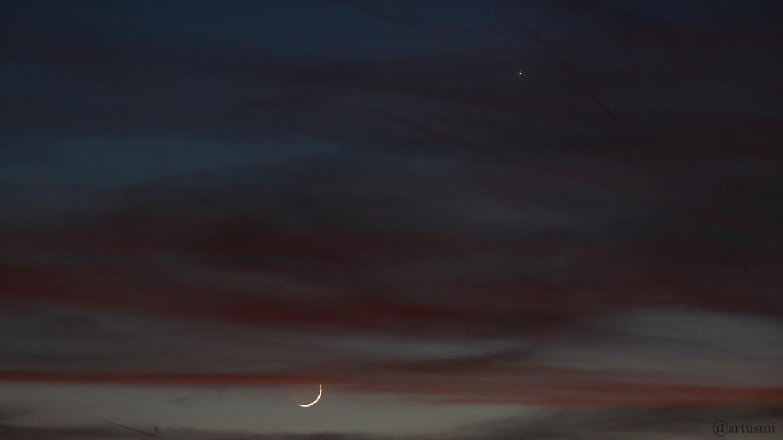 Schmale Mondsichel und Planet Venus am 17. April 2018 um 21:05 Uhr