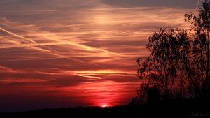 Lichtsäule bei Sonnenuntergang am 20. April 2018 um 20:15 Uhr