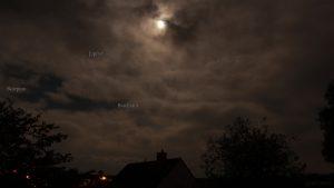 Milde, stürmische Vollmondnacht mit Jupiter am 30. April 2018 um 01:38 Uhr
