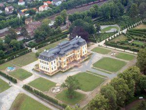 Hofgarten und Schloss in Veitshöchheim im Lkr. Würzburg