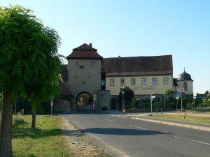 Schwarzacher Torturm in Sommerach am Main im Lkr. Kitzingen