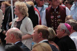 Landrat Eberhard Nuß, 1. Bürgermeister Peter Juks und Bischof Friedhelm Hofmann beim Tag der Franken am 6. Juli 2014 in Ochsenfurt im Lkr. Würzburg
