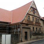 Altes Fachwerkhaus mit neuem Dach in Goßmannsdorf am Main im Lkr. Würzburg