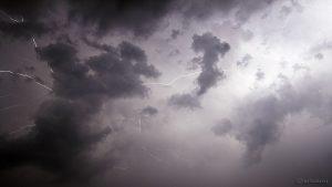 Wolkenblitze am 18. Juli 2015 um 01:50 Uhr
