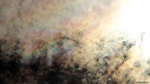 Irisierende Wolken um die Sonne am 29. Juli 2016 um 16:45 Uhr