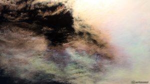 Irisierende Wolken um die Sonne am 29. Juli 2016 um 16:46 Uhr