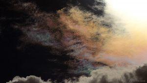 Irisierende Wolken um die Sonne am 29. Juli 2016 um 16:47 Uhr