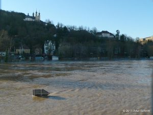 Hochwasser am 16.01.2011 in Würzburg. Der Main unterhalb des Käpelle.