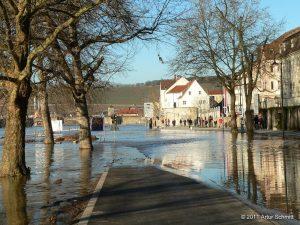 Hochwasser am 16.01.2011 in Würzburg. Willy-Brandt-Kai Richtung Felix-Freudenberger-Platz.