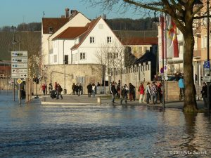 Hochwasser am 16.01.2011 in Würzburg. Willy-Brandt-Kai und Felix-Freudenberger-Platz.