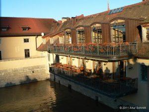 Hochwasser am 16.01.2011 in Würzburg. Restaurant unterhalb der Alten Mainbrücke.