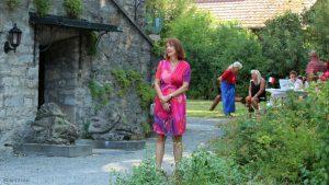 Sonja Edle von Hoeßle beim Jazzfrühschoppen mit den DIXIE HEARTBREAKERS in der Parkanlage im Weiler Erbachshof