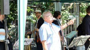 Herbert Mehler beim Jazzfrühschoppen mit den DIXIE HEARTBREAKERS in der Parkanlage im Weiler Erbachshof