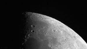 Krater Aristoteles und Eudoxus am 19. Juli 2018 um 21:33 Uhr am Nordpol des Mondes